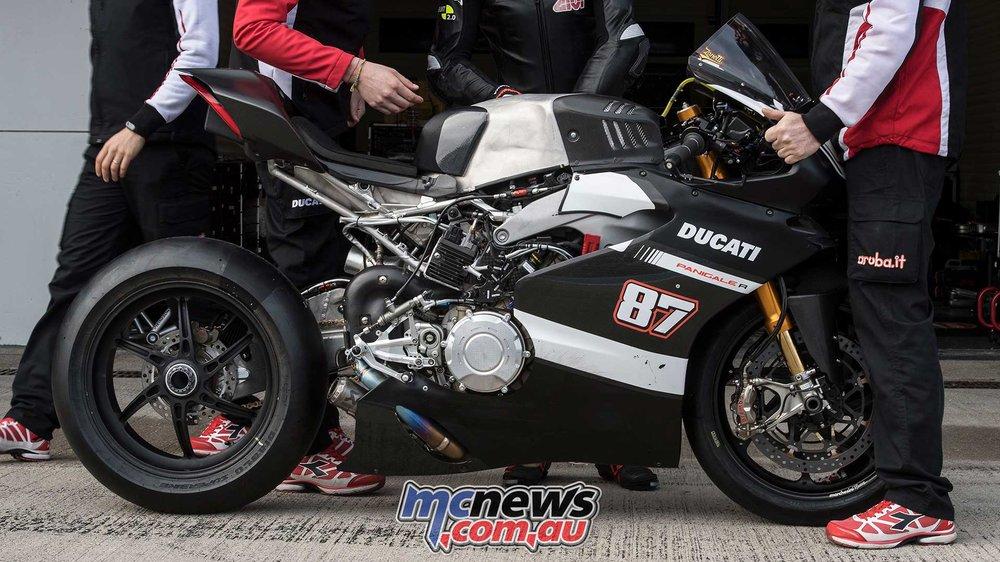2018-WorldSBK-Test-Jerez-Day2-GeeBee-Lorenzo-Zanetti-Ducati-V4-R-3.jpg