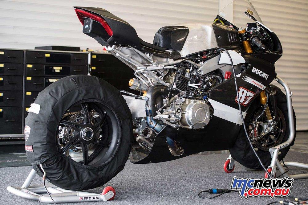 2018-WorldSBK-Test-Jerez-Day2-GeeBee-Lorenzo-Zanetti-Ducati-V4-R-4.jpg