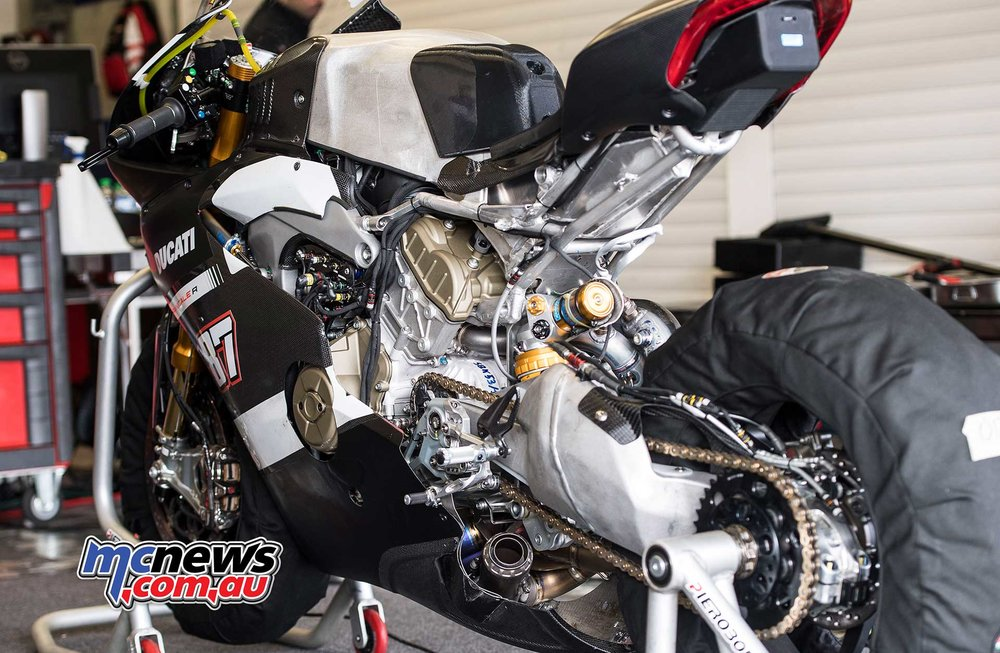 2018-WorldSBK-Test-Jerez-Day2-GeeBee-Lorenzo-Zanetti-Ducati-V4-R-9.jpg