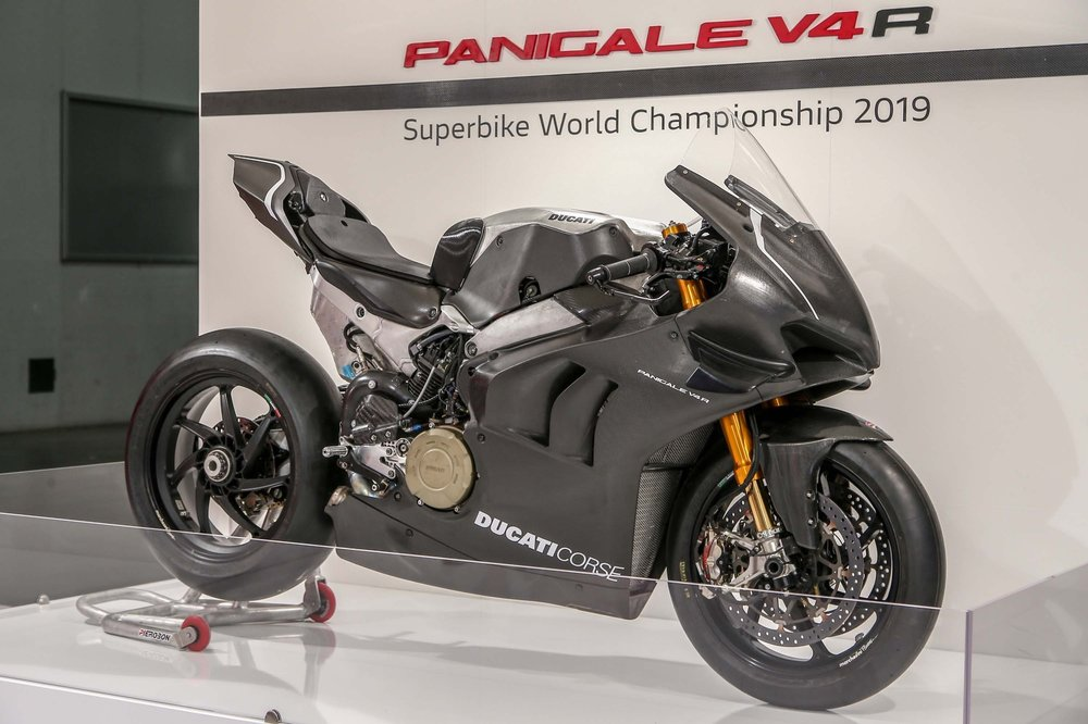 2019-Ducati-Panigale-V4-RS19-05.jpg