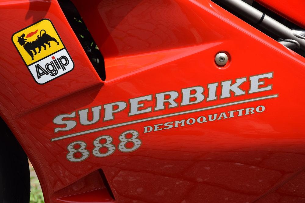 Motorrad-888-03-Verkleidung.thumb.JPG.52c0483f18cb040b64e3fd55d134a320.JPG
