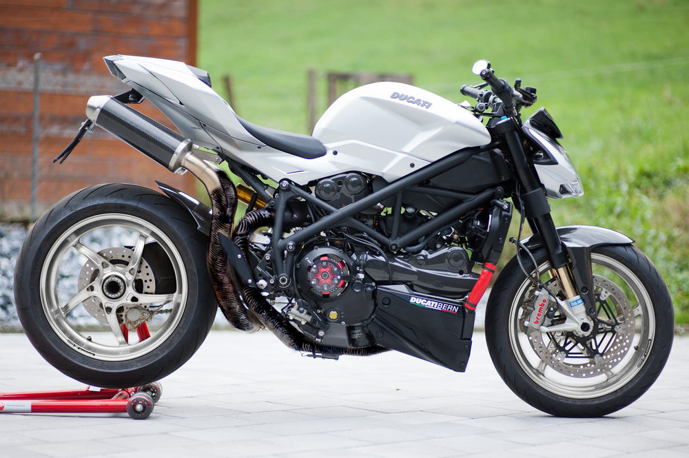 Ducati-03grey2.thumb.jpg.033069da63afa39a920b418fcde77747.jpg