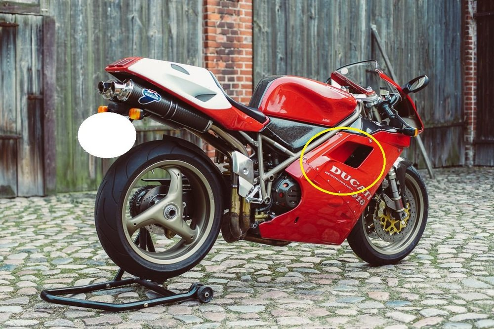 Ducati-916-Seite-2.jpg