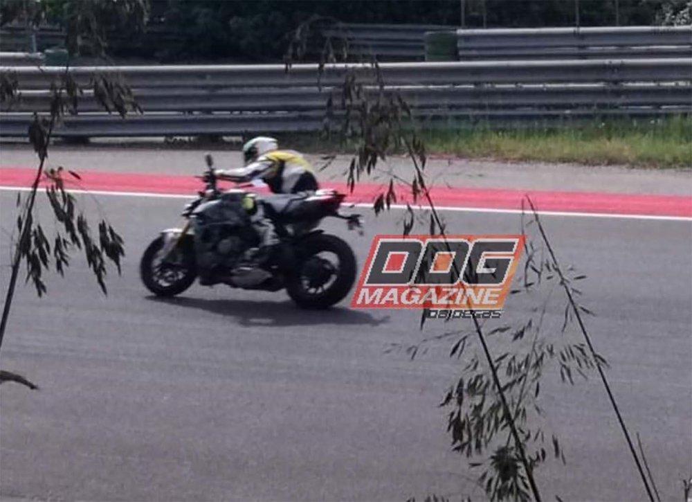 2020-Ducati-Streetfighter-V4-spy-01.jpg