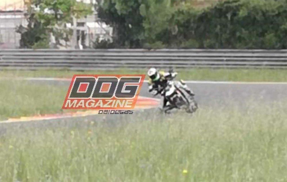 2020-Ducati-Streetfighter-V4-spy-02.jpg