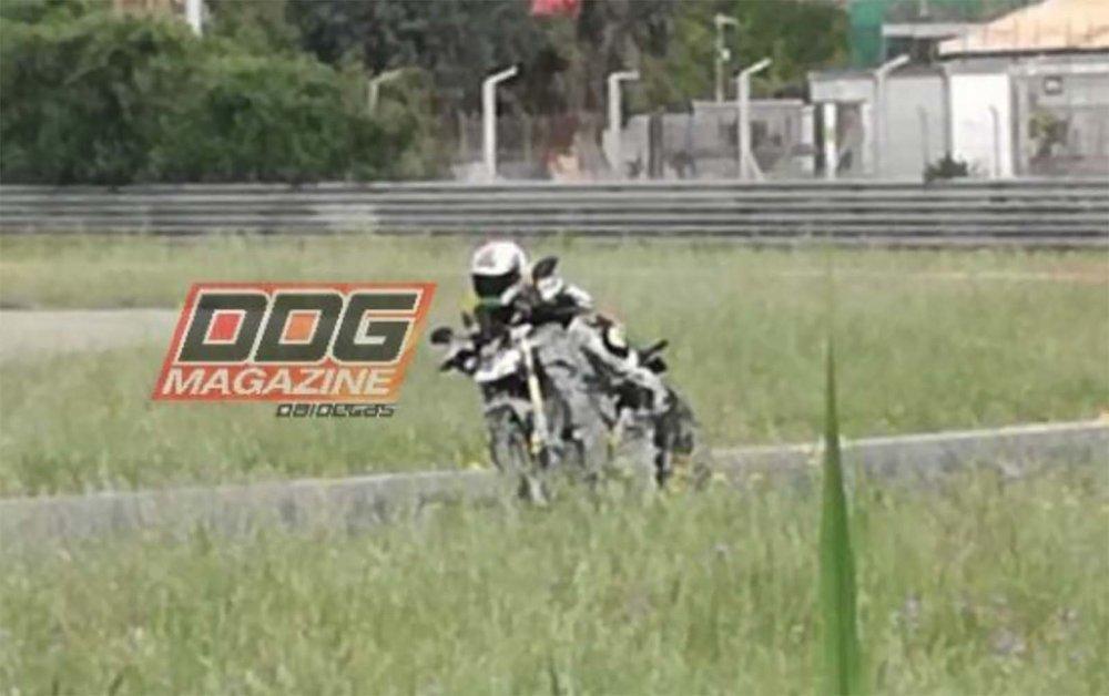 2020-Ducati-Streetfighter-V4-spy-03.jpg